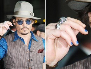 Johnny wears NAIL POLISH !!! dans Latest News johnny-depp-manicure-300x229